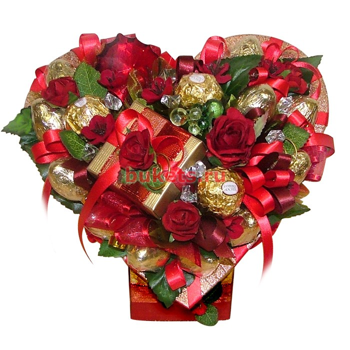 Шоколад с цветами из конфет