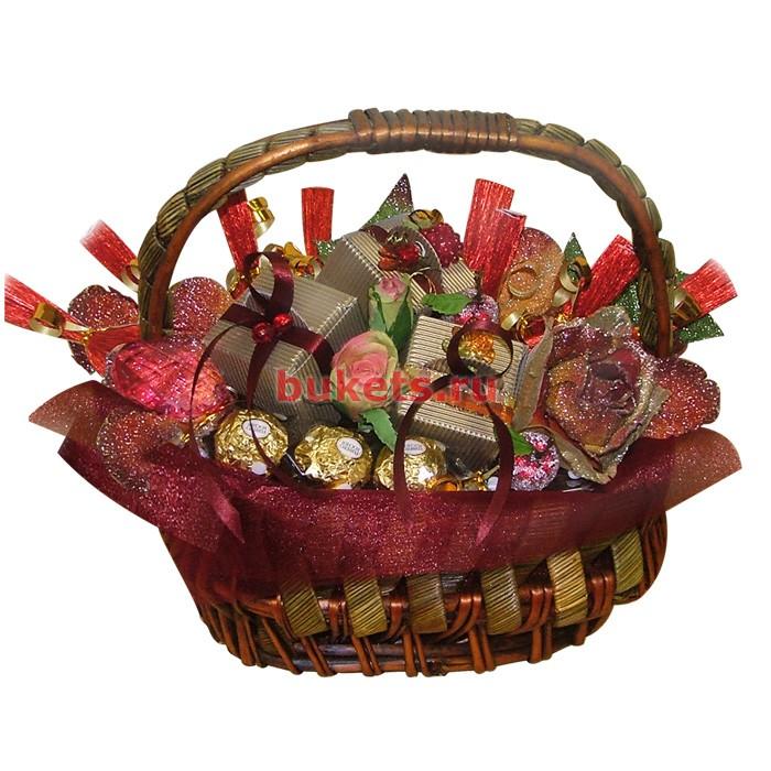 Корзинка с конфетами для