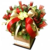 Букетики к 8 марта из конфет, букет орхидеи в корзине